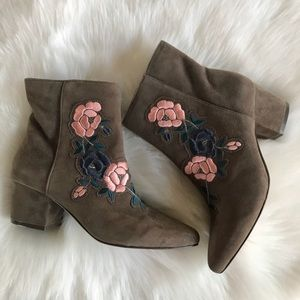 NWT Steve Madden Booker Embroidered Boots- Size 9